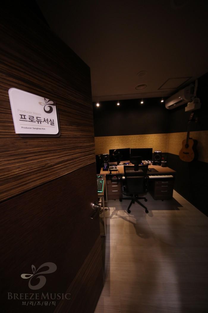 프로듀서실_4